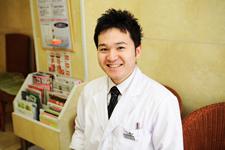 歯科医師:山内紳行